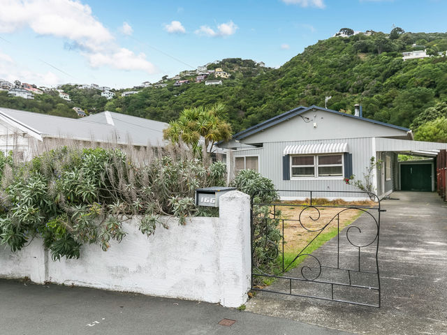 166 Queens Drive Lyall Bay