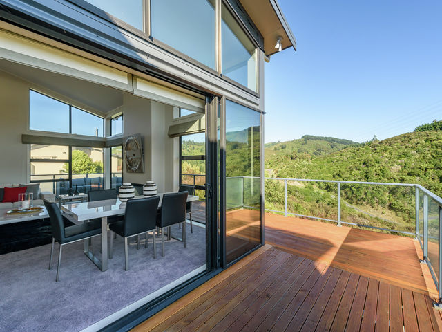 6 Garrett Place Riverstone Terraces